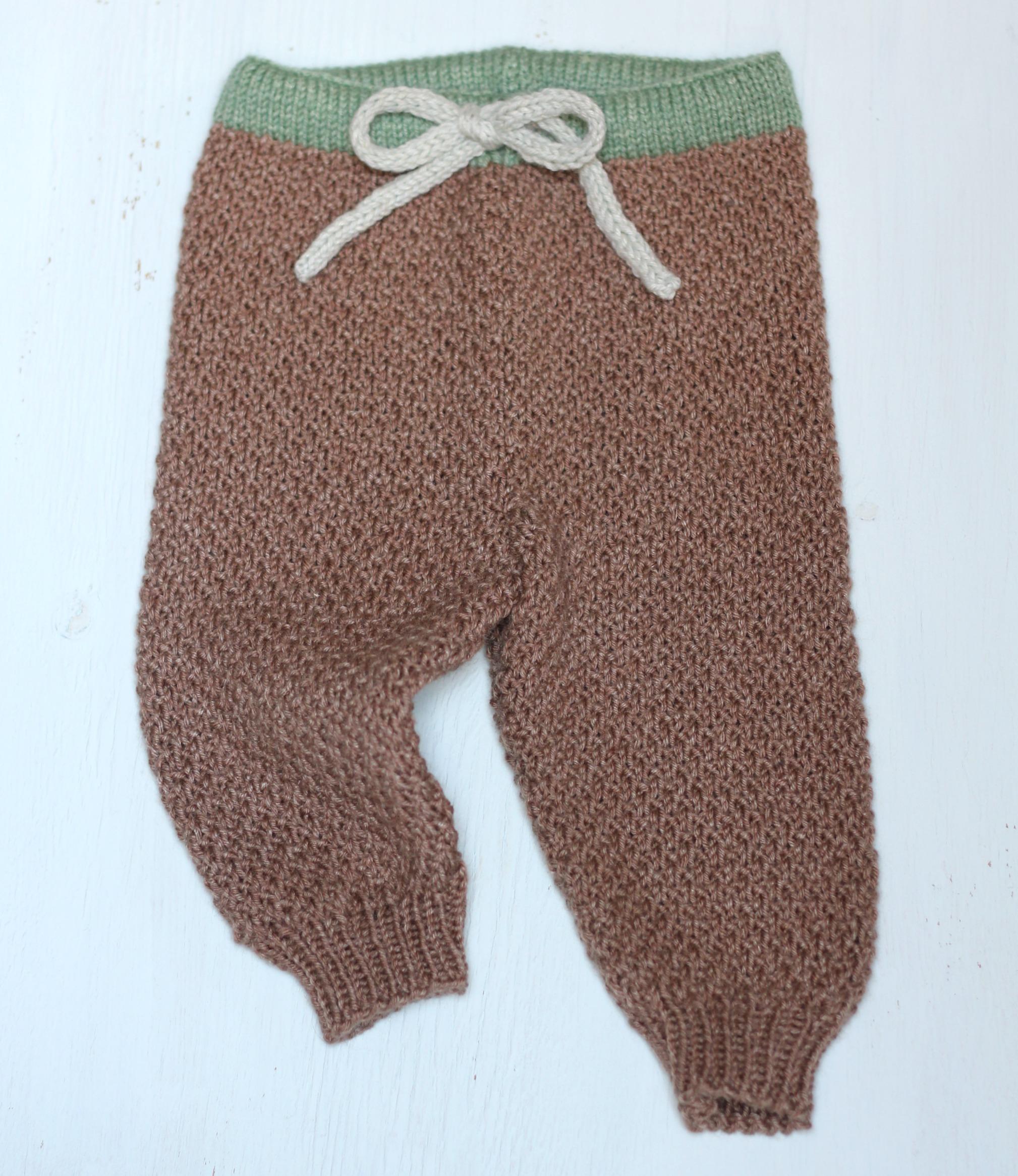 strikkede babybukser opskrift