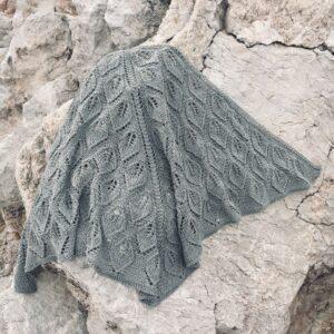 strikket trekantet tørklæde
