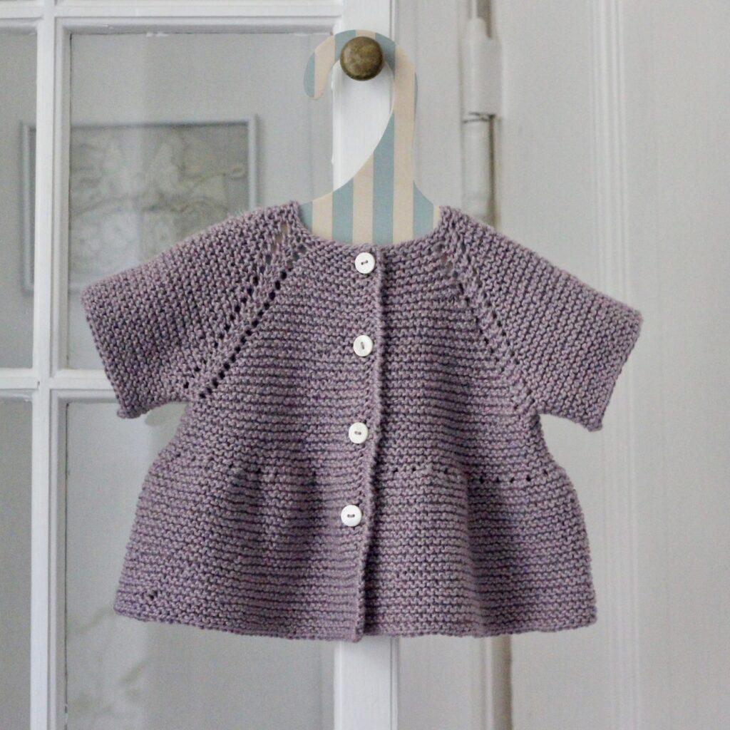 Babytrøje med peplum